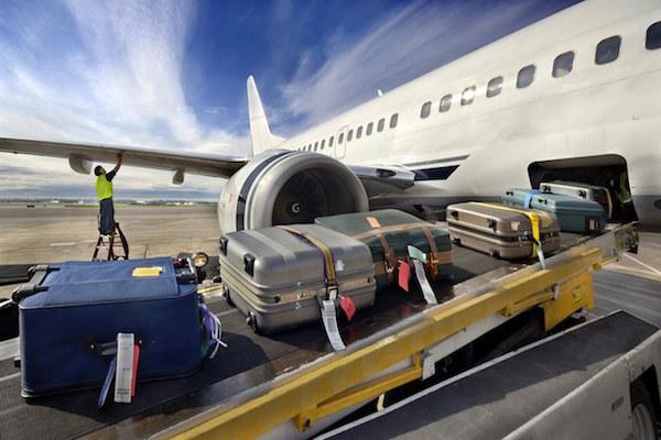 túi bọc vali giúp bảo vệ hành lý