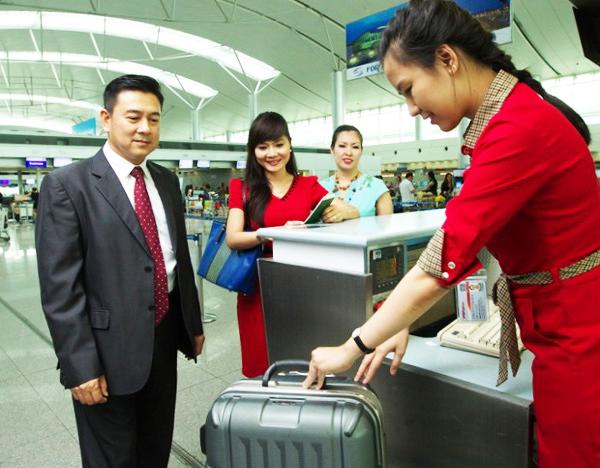 mua túi bọc vali co giãn đi du lịch nước ngoài