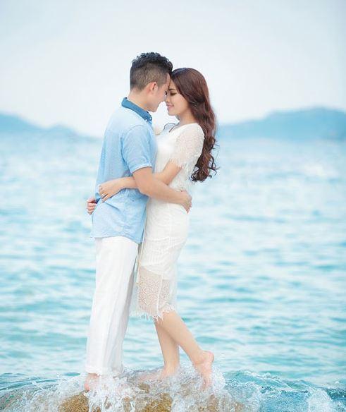 cách mix đồ đi biển cho cặp tình nhân