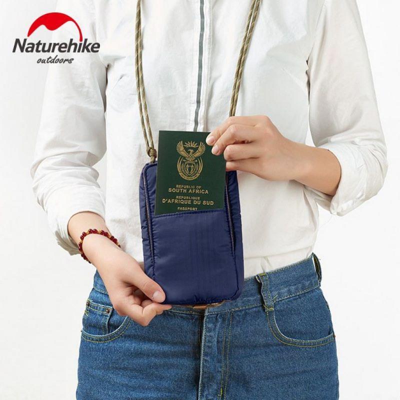 Ví đựng passport đeo cổ Naturehike màu xanh